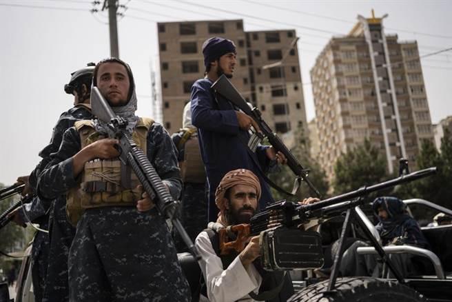 塔利班民兵再次進入主喀布爾。(圖/美聯社)