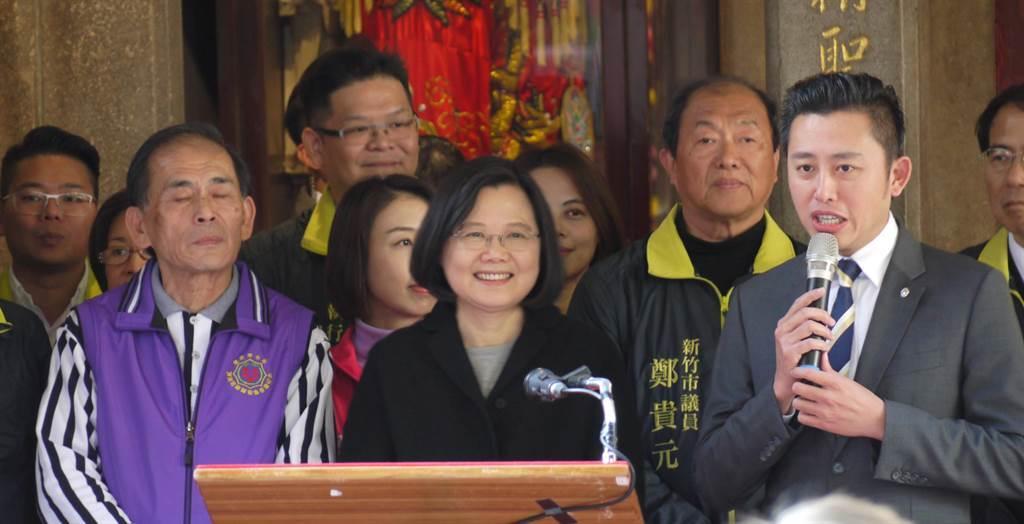 總統蔡英文2017年到新竹市長和宮參拜,大讚林智堅政蹟有目共睹。(資料照,陳育賢攝)