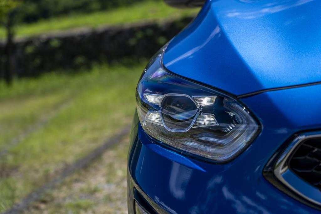 Ceed Sportwagon 的頭燈配置採全 LED 形式,且配有 HBA 智慧遠近光燈調節系統,可根據對向的往來車輛自動調節照射角度,避免造成他人不適。(圖/CarStuff)