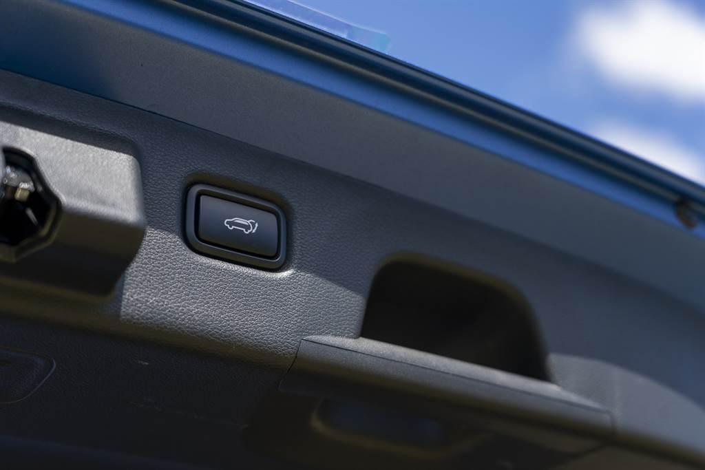 Ceed Sportwagon 的尾門啟閉為電動形式,提供一定程度的便捷性。(圖/CarStuff)