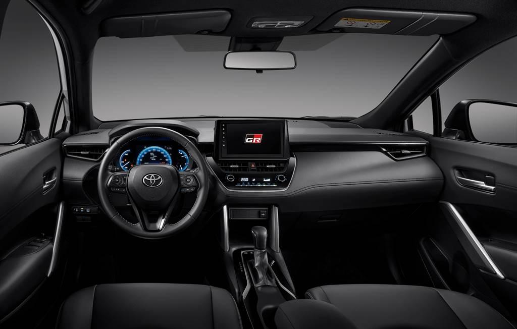 座艙採用專屬勁黑內裝,並在多處具備GR專屬徽飾。(圖/TOYOTA提供)