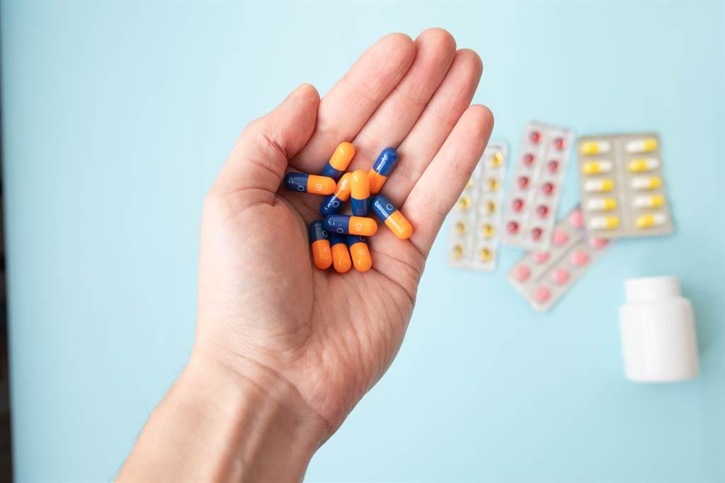 補充維他命B群 反而提高罹癌機會?研究數據解讀。(示意圖/Shutterstock)