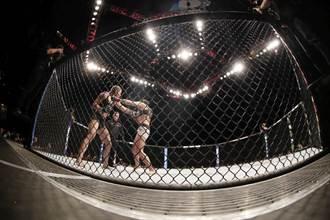 格鬥》美國變性人拳手初登台 兩回合擊敗女選手