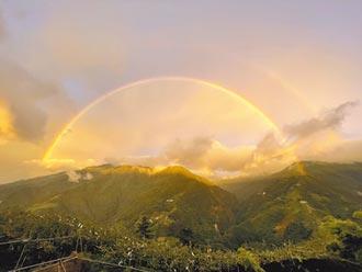 罕見奇景 福壽山金黃色彩虹絕美