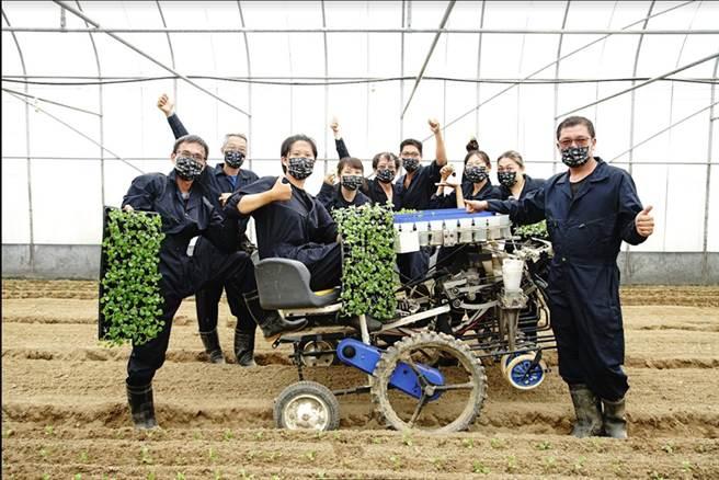 「蔬菜機械代耕團」代耕作物包含葉菜類、水稻雜糧類、根莖類、小黃瓜……等,目標就是希望為農村帶來改變。(攝影/曾信耀)