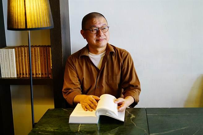 「我關切的是大眾、是真正的生活。」張孝維是設計師、餐飲負責人,同時懷抱關切社會與文化的哲學家胸襟。(攝影/Cindy Lee)