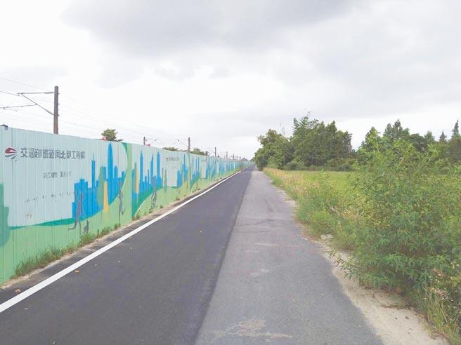 嘉義鐵高工程將徵收水上鄉台鐵沿線的土地,不滿補償價格的地主研商自救辦法。(廖素慧攝)