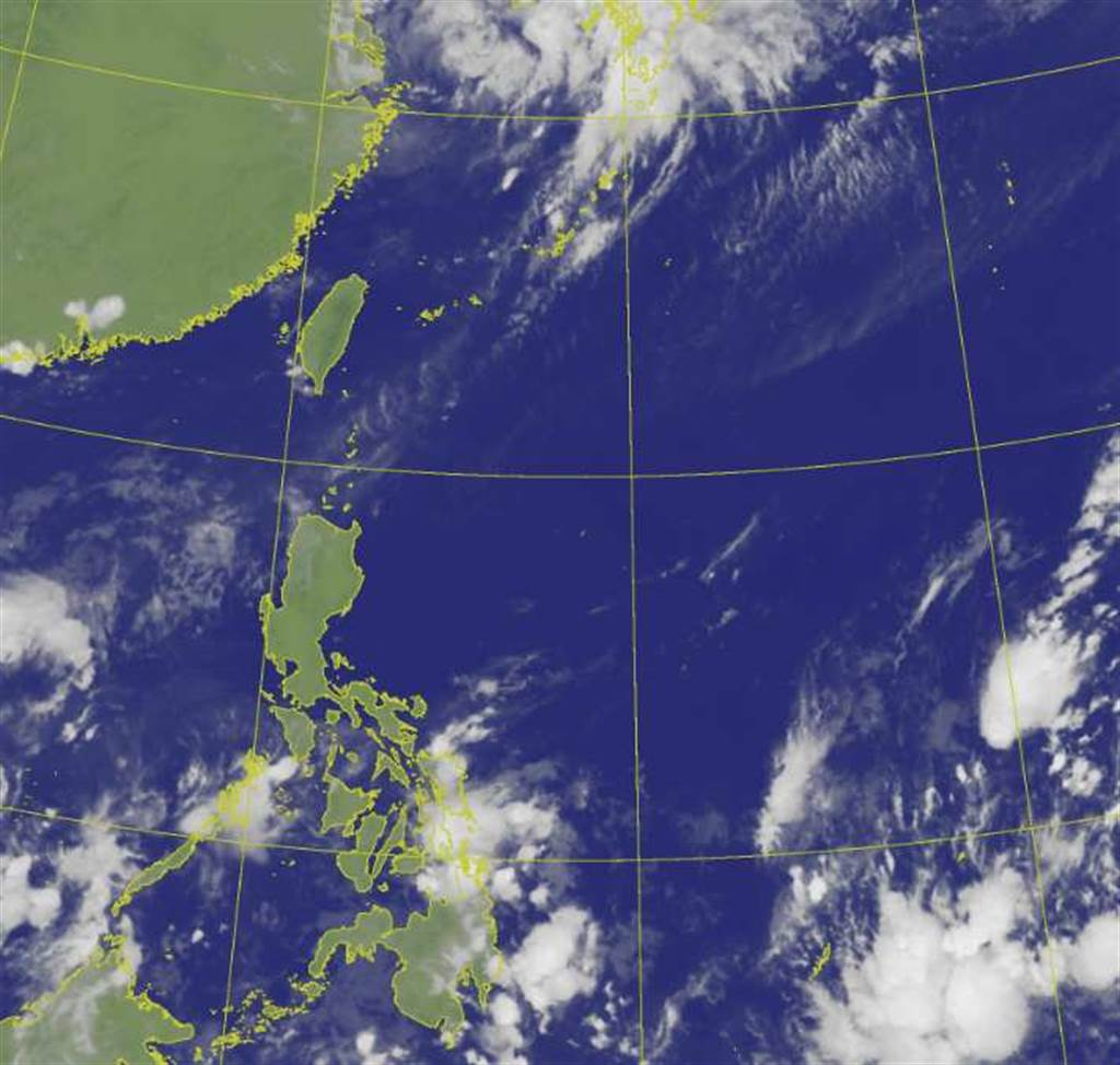 菲律賓東方海面仍有許多熱帶雲簇,有模式顯示周末到下周仍有颱風發展的機會。(翻攝自氣象局)