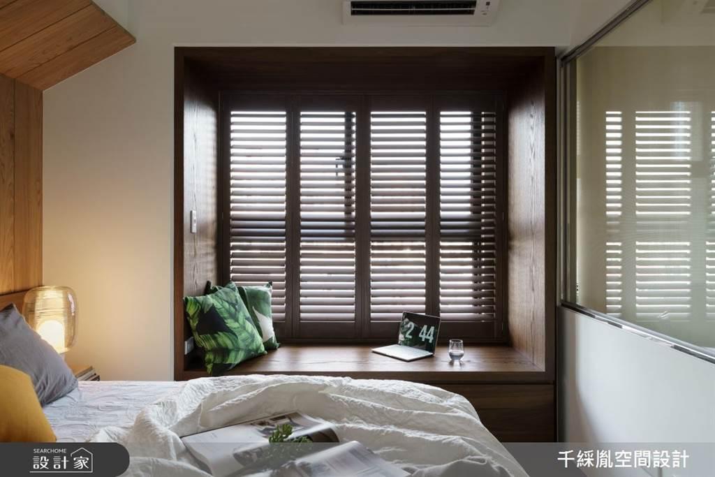 深色的木材質和百葉窗使空間更加沉靜舒適,也常見於熱帶地區的殖民地風格度假飯店中。(圖/千綵胤空間設計)