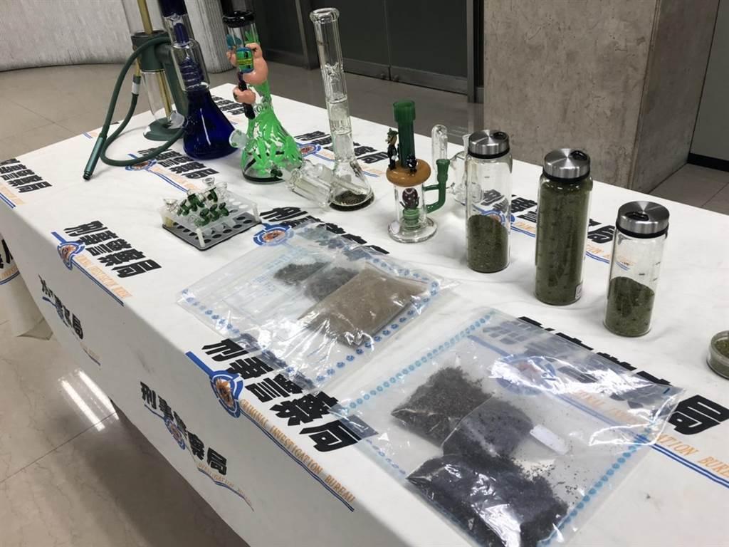 警方查扣到手機4支、疑似大麻菸草毛重1.2公斤、吸食器5組、電子煙油1罐、霧化器1支、電腦等贓證物。(翻攝照片/林郁平台北報導)