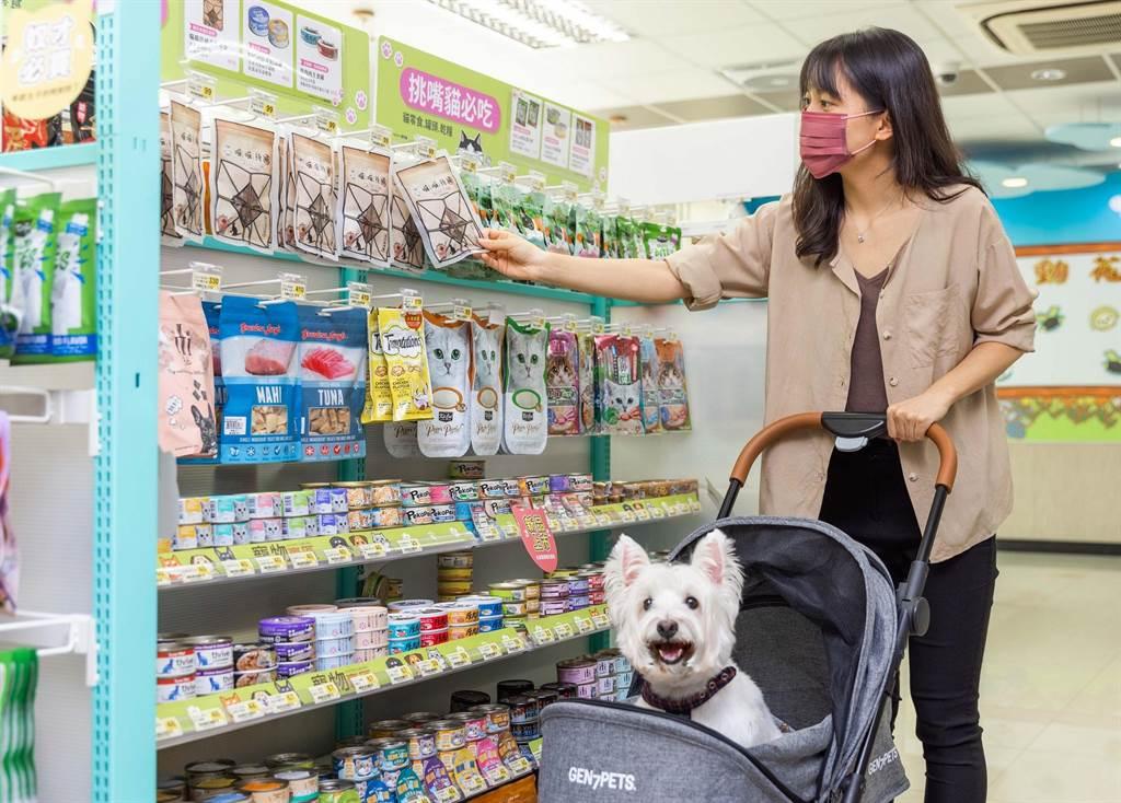 7-11掌握超商寵物市場新藍海,於200家門市設置寵物專區。(7-11提供)