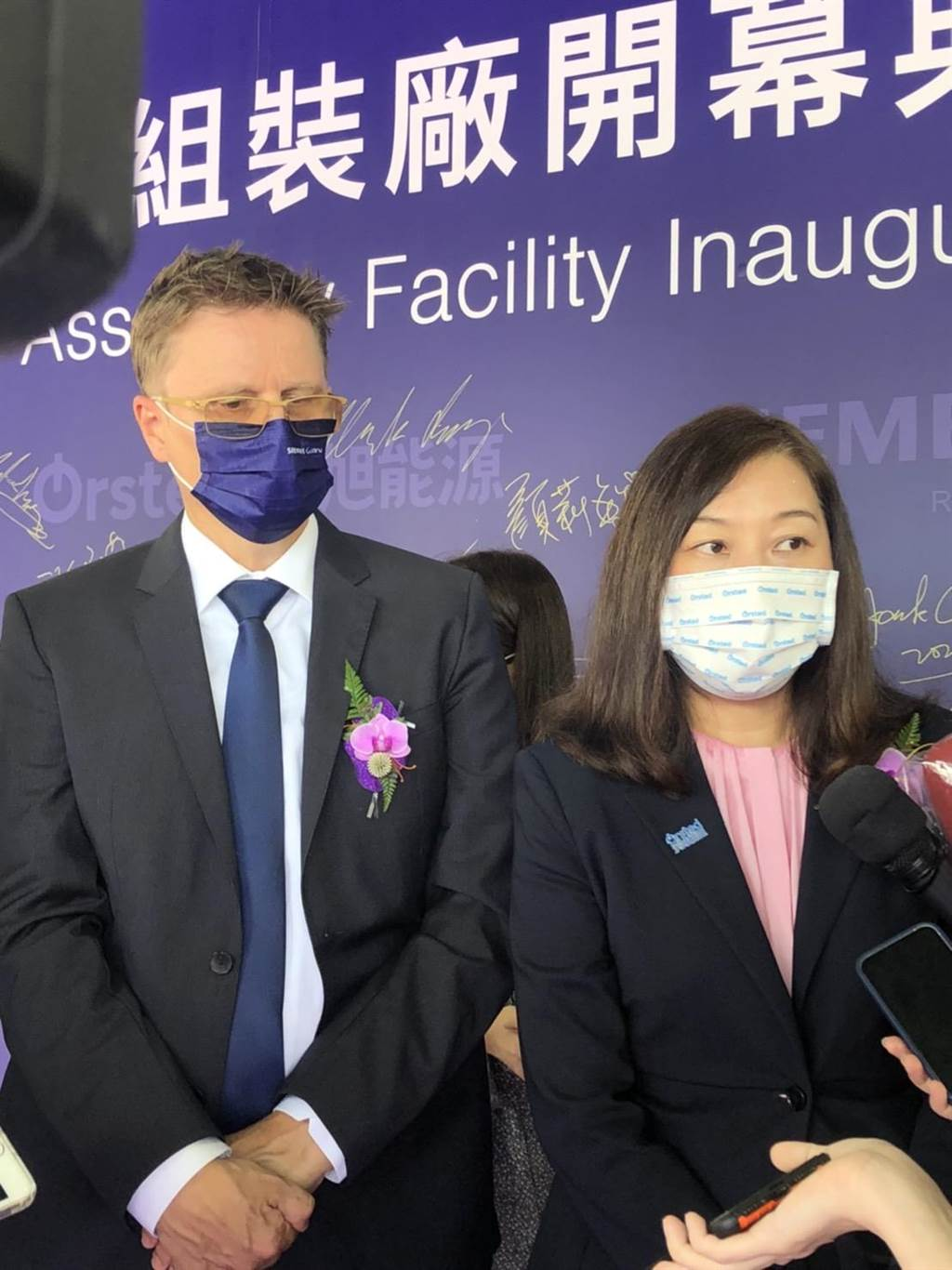 受到疫情等三因素影響,沃旭能源在大彰化風場進度落後,台灣區總經理汪欣潔(右)今表示,正評估向主管機關申請展延,對明年底完工仍深具信心。(圖/王玉樹攝)