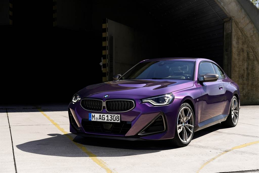 M240i xDrive搭載BMW引以為傲的M Performance TwinPower Turbo渦輪增壓直列六缸引擎,可爆發374匹最大馬力及500牛頓米最大扭力,0-100 km/h加速僅需4.3秒(圖/BMW提供)