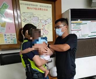 少年推大哭尿布裸嬰外出遭誤綁架  真相曝光原來是一家人