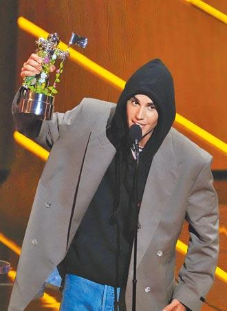 小賈斯汀抱走VMA年度藝人獎