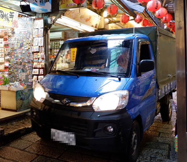 藍色的車色一直是台灣貨車的大宗色。(示意圖/達志影像)