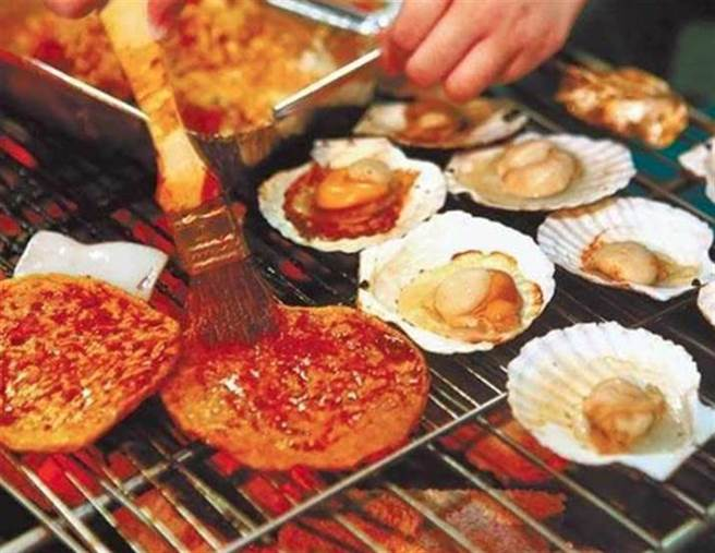 網友好奇詢問,大家覺得哪個烤肉食材最雷?沒想到答案令人超意外,竟然是常見的烤肉食材豆干。(報系資料照)