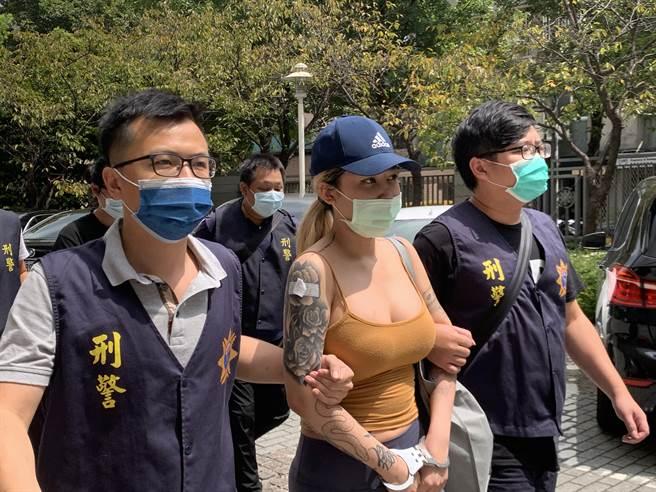 潘緣(中)涉嫌跨國運毒,刑事局13日會同新北刑大持拘票、搜索票前往其住處搜索。(翻攝照片)