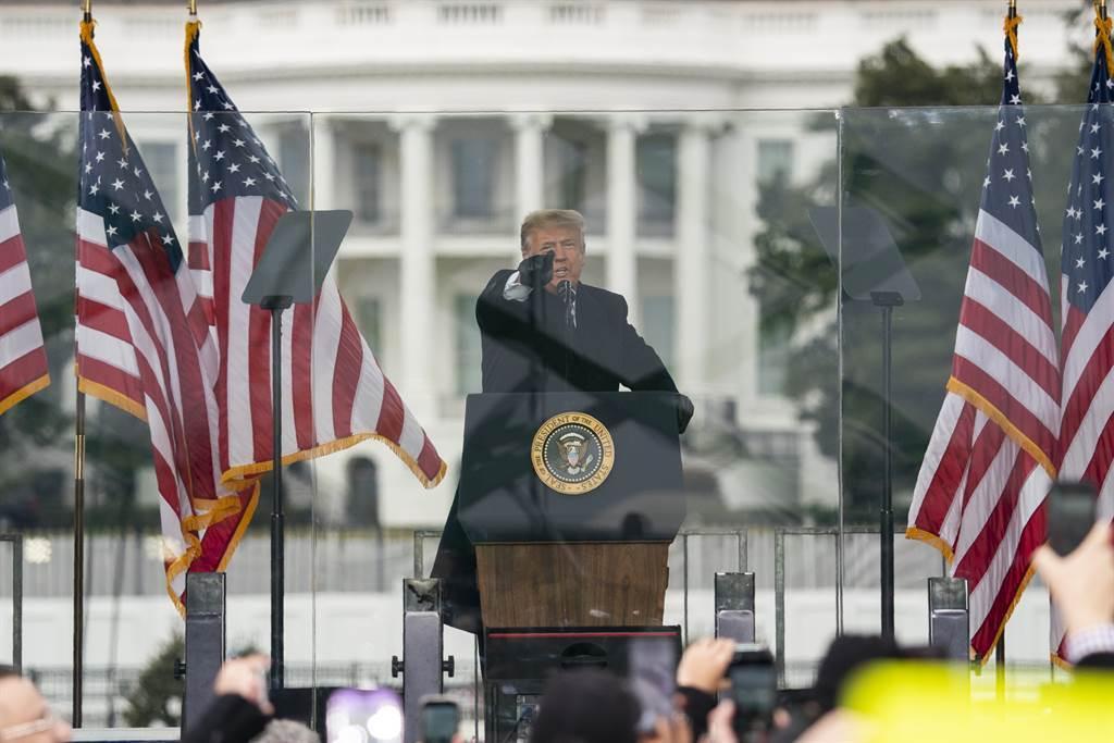 圖為川普在川粉發動抗議時,對粉絲信心喊話。(圖/美聯社)