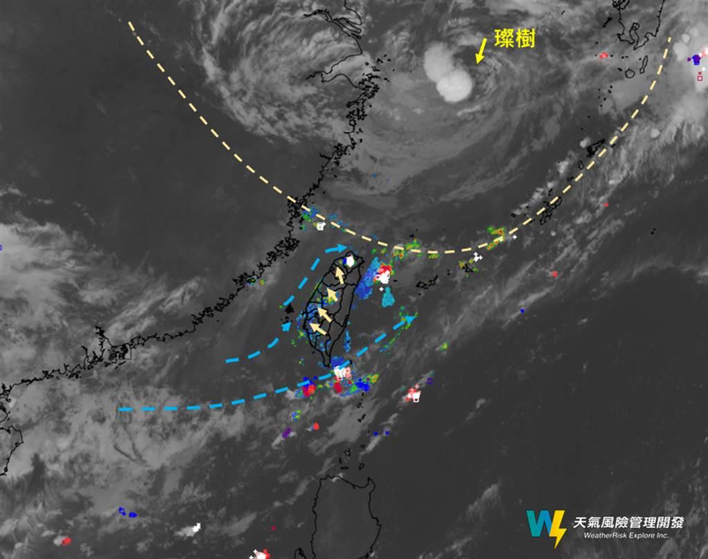 大台北地區今晨下起大雷雨,部分測站時雨量破表。(翻攝天氣風險臉書)