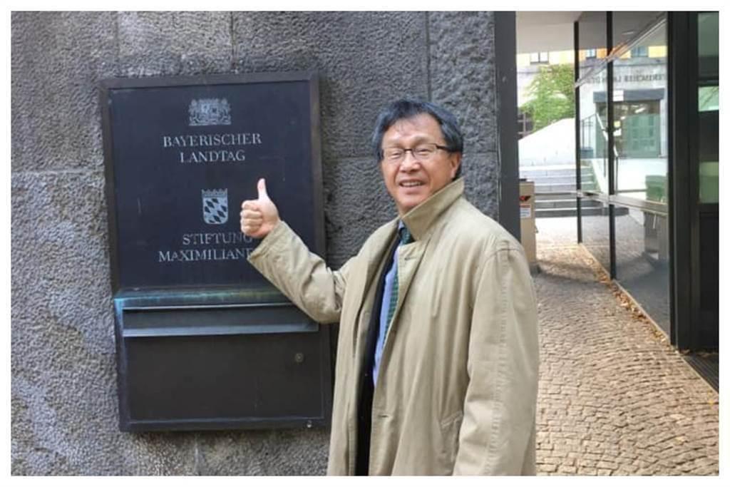 我駐德代表謝志偉,因國旗「吐血說」引發爭議。(資料照/摘自臉書)