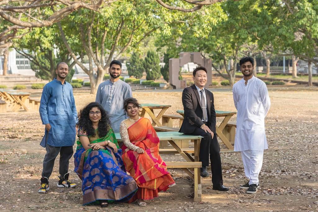 在疫情之下仍有不少印度企業、大學找上門來,中正大學將延續「印度專家」的品牌形象,牽起台灣與印度的合作關係。(中正大學提供/張亦惠嘉縣傳真)