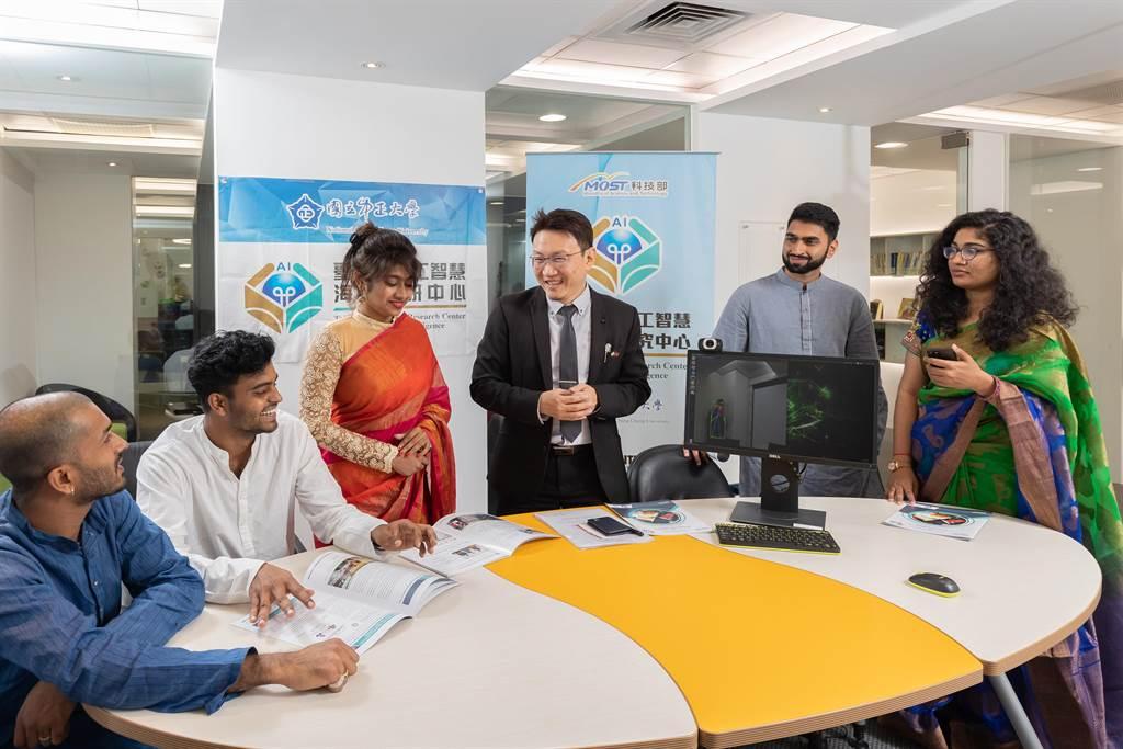 中正大學設立國家第一個在印度落地的「臺灣印度人工智慧海外科研中心」,也是台商前進印度拓展事業版圖的重要橋樑。(中正大學提供/張亦惠嘉縣傳真)