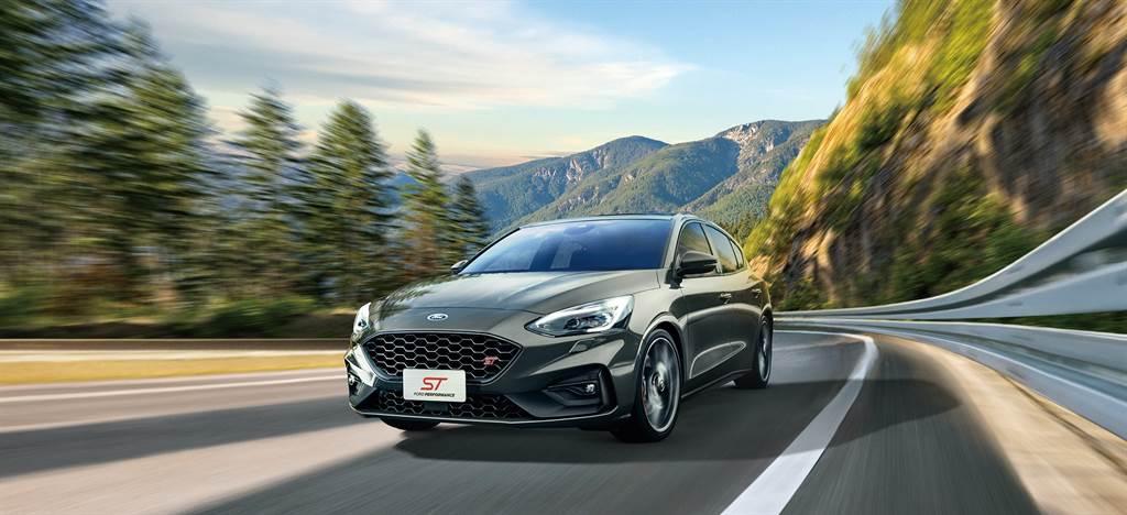 Focus ST 6MT搭載熱血車迷最愛的六速手排變速箱,首批限量30台迅速銷售一空。(圖/Ford提供)