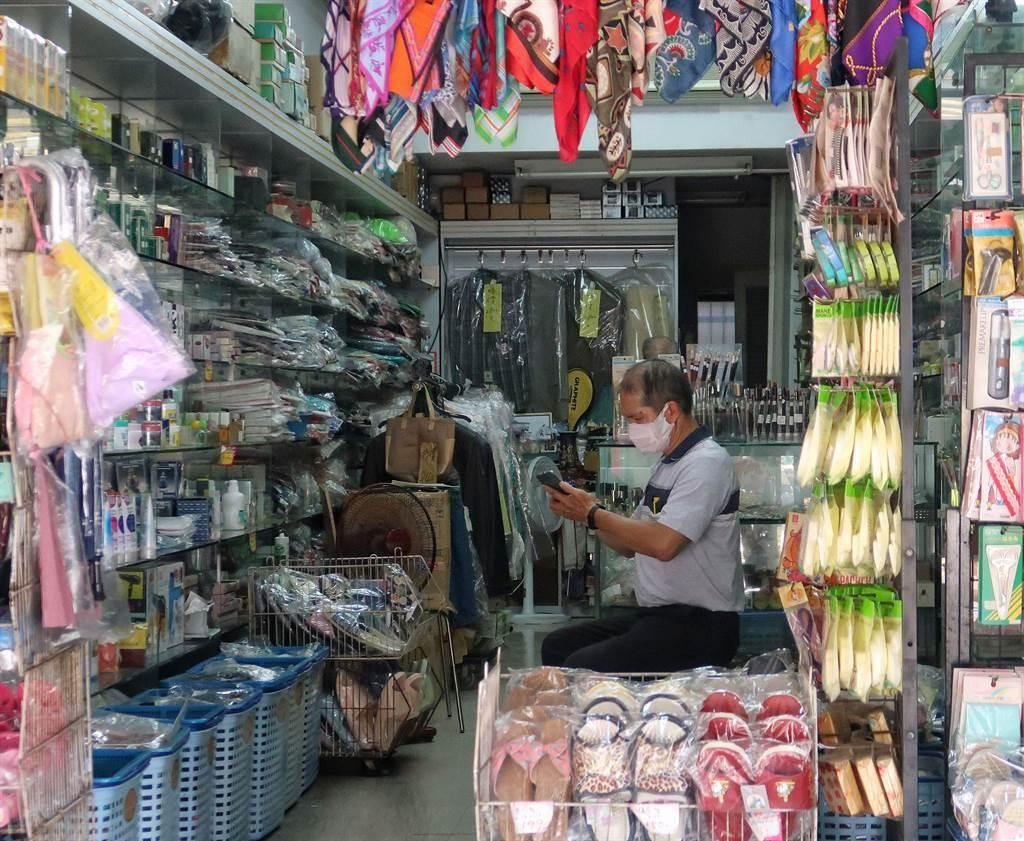 商家自營業者深受疫情影響,期待五倍券帶來助益。(王英豪攝)