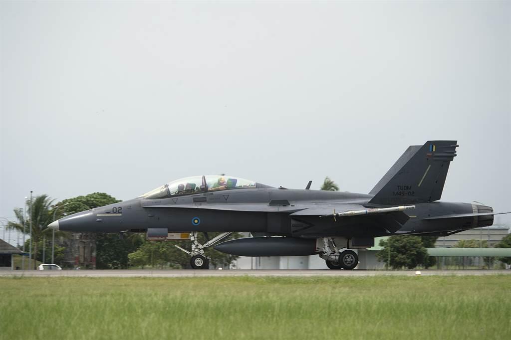 馬來西亞宣布F/A-18D和Su-30MKM戰機的升級計畫,預計服役到2035至2040年。圖為大馬F/A-18D。(圖/DVIDS)