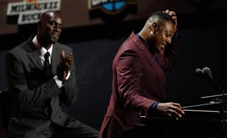 NBA》名人堂典禮KG被安排和Allen坐 他暴怒換位