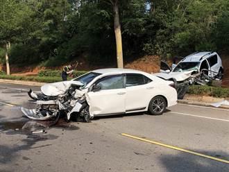 金門2車高速碰撞噴飛 車頭變形全毀碎片滿地怵目驚心