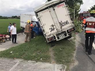 台南六甲2貨車對撞3人受傷 路樹也被剷倒