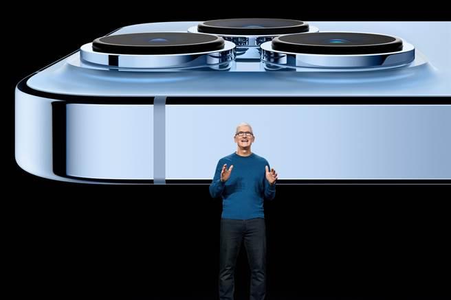蘋果秋季發表會,公開iPhone 13系列新機。(圖/路透社)