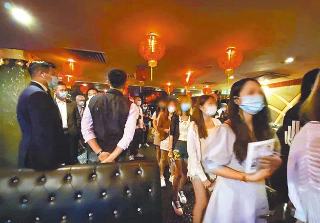 香港警方9日至12日展開代號「犁庭掃穴」的掃黑行動,共逮捕298人。(摘自香港警務處「香港警察」臉書)