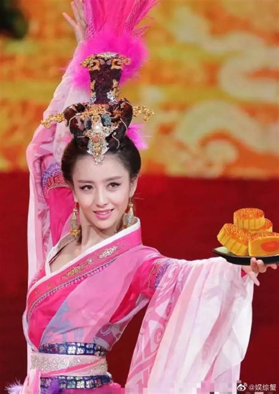 佟麗婭扮貂蟬的表演令人難忘。(圖/翻攝自微博)