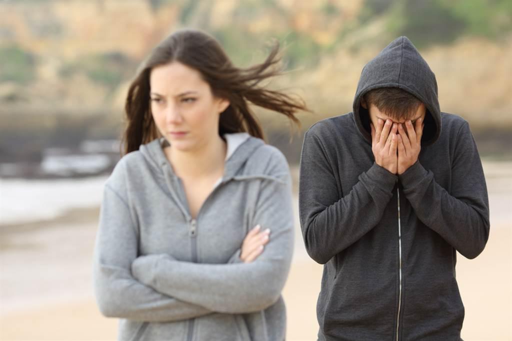 射手座、天秤座、雙子座的愛情最坎坷,難以進入穩定的關係中。(示意圖/shutterstock)