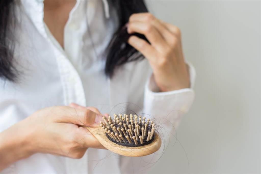營養師最推養髮食材 逆轉白髮、掉髮變年輕。(示意圖/Shutterstock)