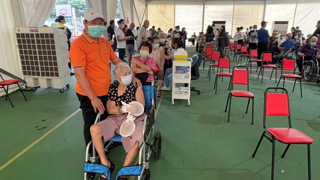 龍井「快打站2.0」優化再升級,提供市民更舒適、便利的接種環境。(台中市政府提供)