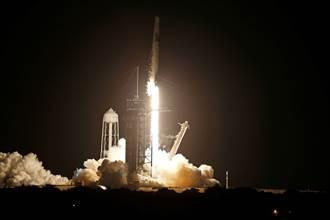 SpaceX送平民上太空寫歷史 堅韌號3天後重返地球