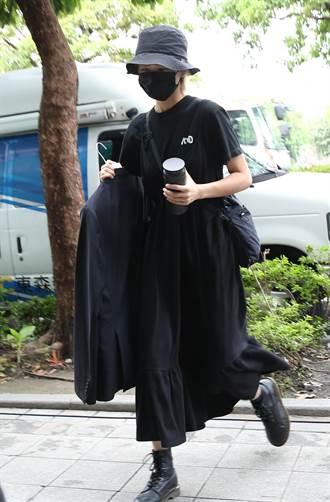 女兒陳璇為龍劭華準備黑西裝 胡宇威赴靈堂弔唁
