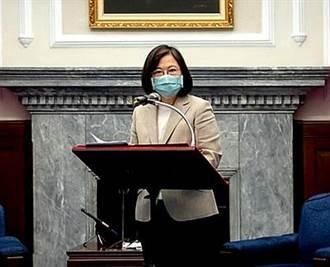 頒首屆台灣護理典範獎 蔡英文:讓護理界成為守護台灣重要力量