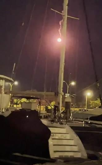台南民眾信號彈當煙火放 落焰差點燒到遊艇