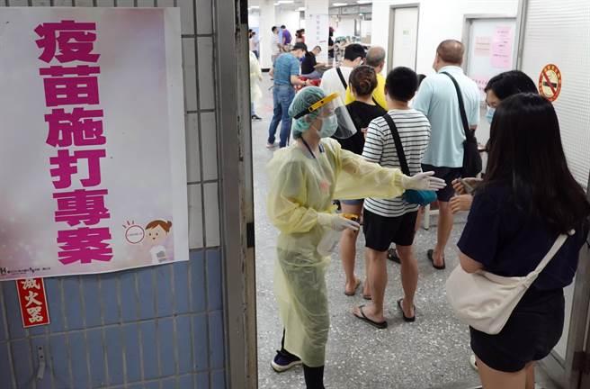 南韓一名男子AZ混打BNT後,連續3天鼻血都止不住,令他崩潰上網求助。(圖/示意圖,記者姚志平攝影)