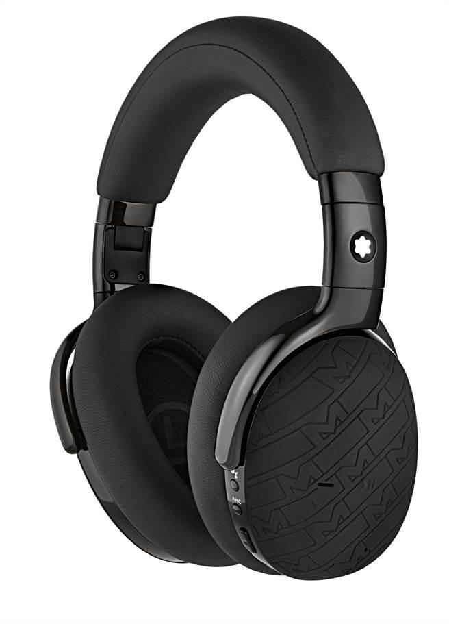 萬寶龍MB01全罩式智慧型耳機UltraBlack款,2萬400元。(Montblanc提供)