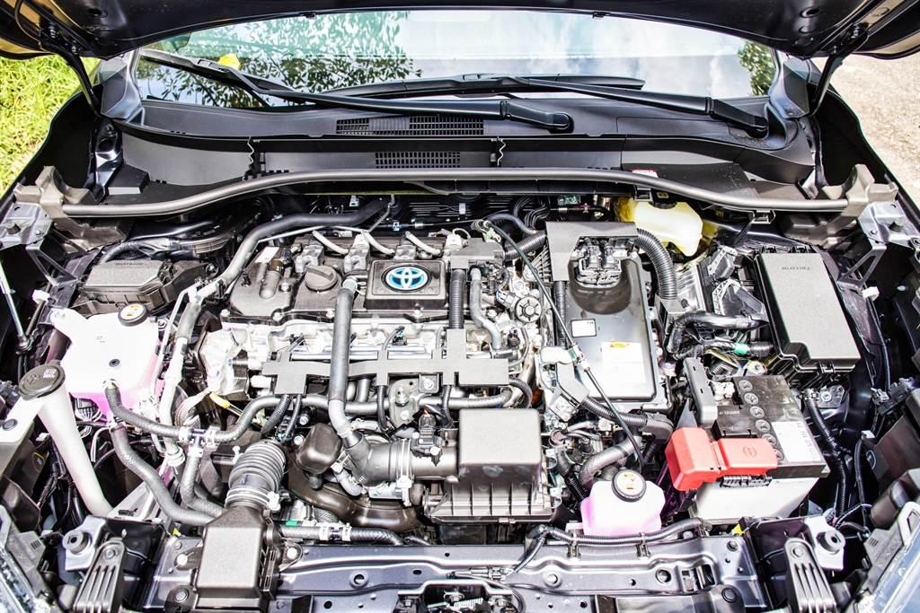 GR Sport車型並無針對動力系統調整,仍搭載1.8L Hybrid系統,提供122ps最大綜效馬力,特別的是在能源局測試中繳出平均油耗22.2km/L,比標準版還要進步了0.3km/L。(圖/陳彥文攝)