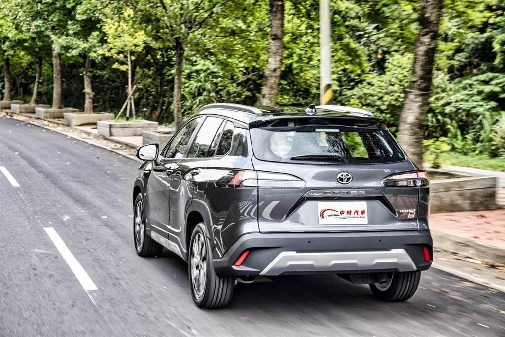 操控實力提升之外,對SUV買家來說更有感的是抑制側傾以及底盤吸震的能力都有所精進,讓行路質感更佳。(圖/陳彥文攝)