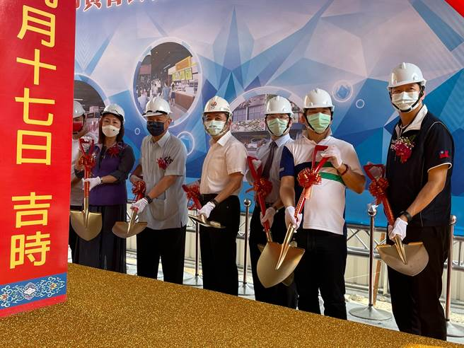 新北市長侯友宜17日上午出席板橋黃石市場新建工程開工動土典禮。(葉書宏攝)