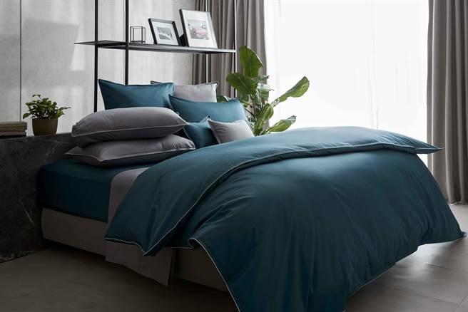 Wedgwood簡約系列雙人四件式床組,1萬4800元。(Wedgwood提供)
