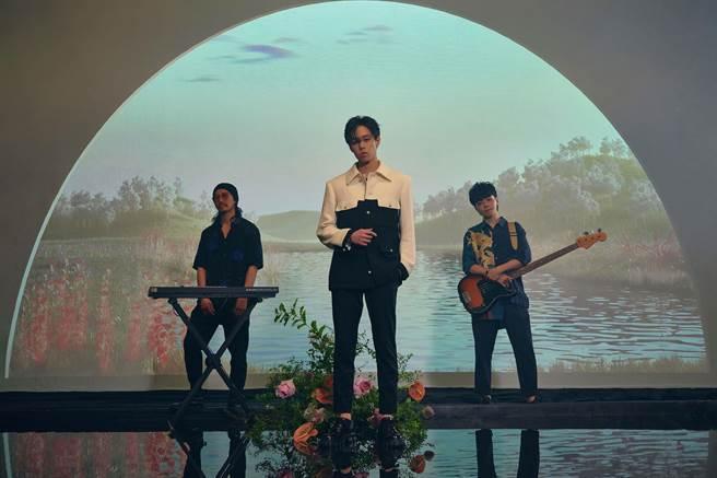 孫麥傑為最新MV〈HER〉精雕細琢。(誠葳廣告提供)